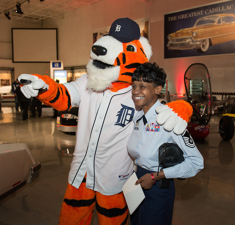 The military personnel and guests had the opportunity to take photographs with the Tiger players